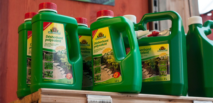 lawn feed and weed killer